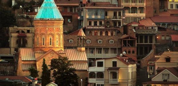 Buscan a azeríes por escándalo en iglesia armenia