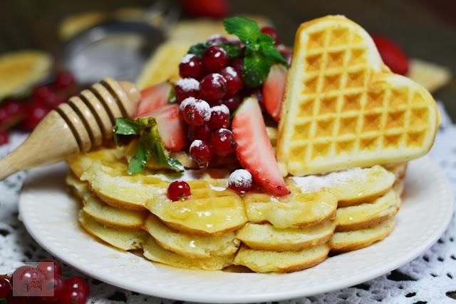 https://www.caietulcuretete.com/2017/02/waffles-reteta-de-baza.html