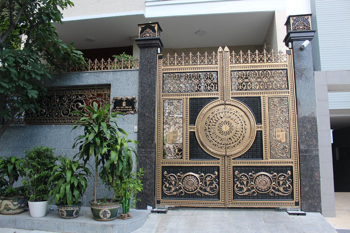 Cổng biệt thự theo kiểu truyền thống