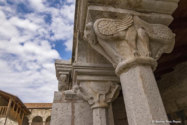 Capiteles del Monasterio de Santa Maria - Apolonia, Albania por El Guisante Verde Project