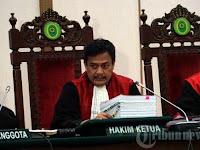 Hakim Heran, Ahok Bawa Dosen Bahasa Inggris Jadi Saksi Ahli Bahasa Indonesia