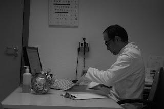 Carlos Edgar - Passa muitas horas sentado no computador? Descubra 6 dicas para melhorar sua postura