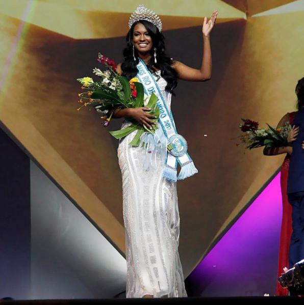 Isabel Correa - a historical Brazilian contestant - Page 3 Sem%2Bt%25C3%25ADtulohh