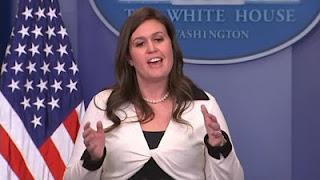 Sarah Sanders discute con Jim Acosta de CNN sobre acusaciones de antisemitismo