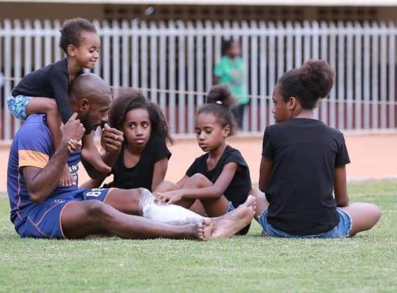 Bravo Persipura : Spirit dan Motivasi Anak – Anak Boaz Solossa Menemani Saat Latihan
