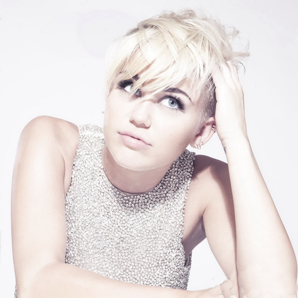 Miley Cyrus - Photo Shoot for MileyCyrus.Com | Just FAB Celebs