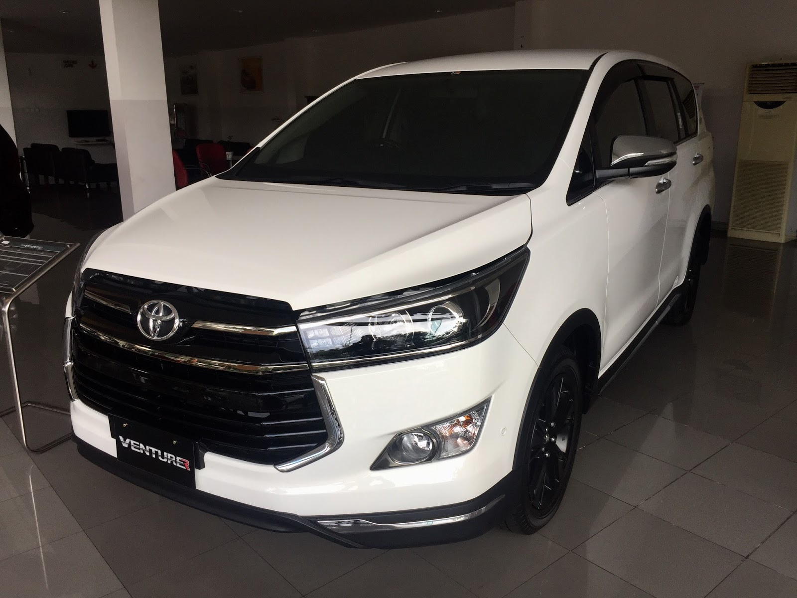 Perbedaan New Innova Dan Venturer Harga Bumper Depan Grand Veloz Terbaru Toyota Quotventurer Quot Jemursari Maret 2017
