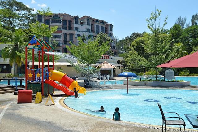 Kegembiraan anak-anak bermain kolam renang