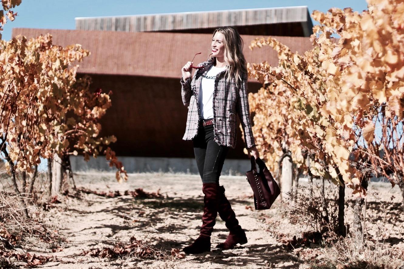 como llevar una chaqueta de tweed en otoño