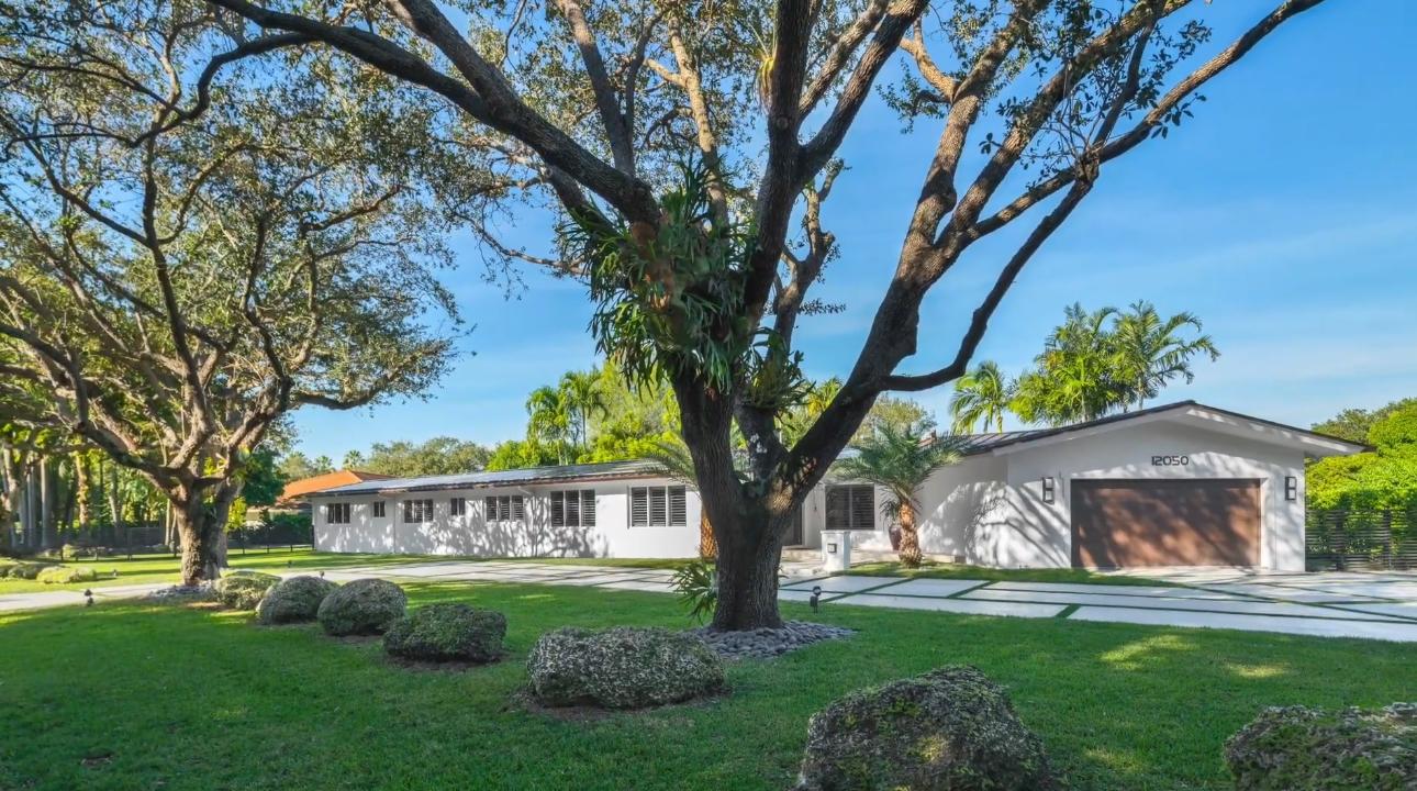 Tour 12050 Moss Ranch Rd, Miami, FL Home vs. 23 Interior Design Photos