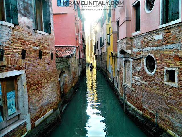 "The narrow channels in Venice Venezia Copyright ""All rights reserved"" © By itravelinitaly.com Baldassarri Giuseppe Visual Storytelling."