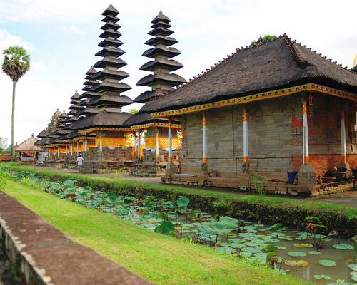 Tinuku.com Travel Taman Ayun Temple Mengwi a very sacred Balinese Hindu architecture glorify nine gods