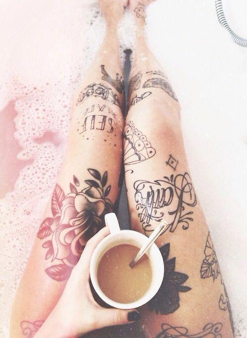 tatuaje en la rodilla