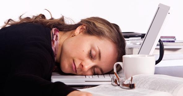 Gündüz yorgunluk ve uykululuk gibi şikayetlerde artma ...