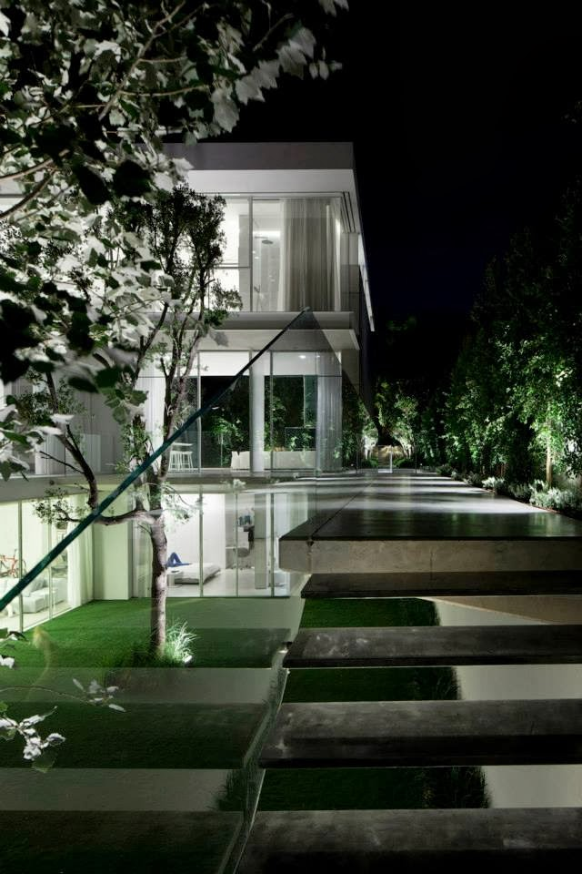 Outdoor stairs in White Ramat Hasharon House by Pitsou Kedem Architects