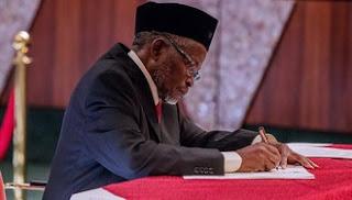 Labaran chikin kasa Nigeria :::  Za ayi bore idan har Shugaba Buhari bai maida Onnoghen kan kujerar sa ba