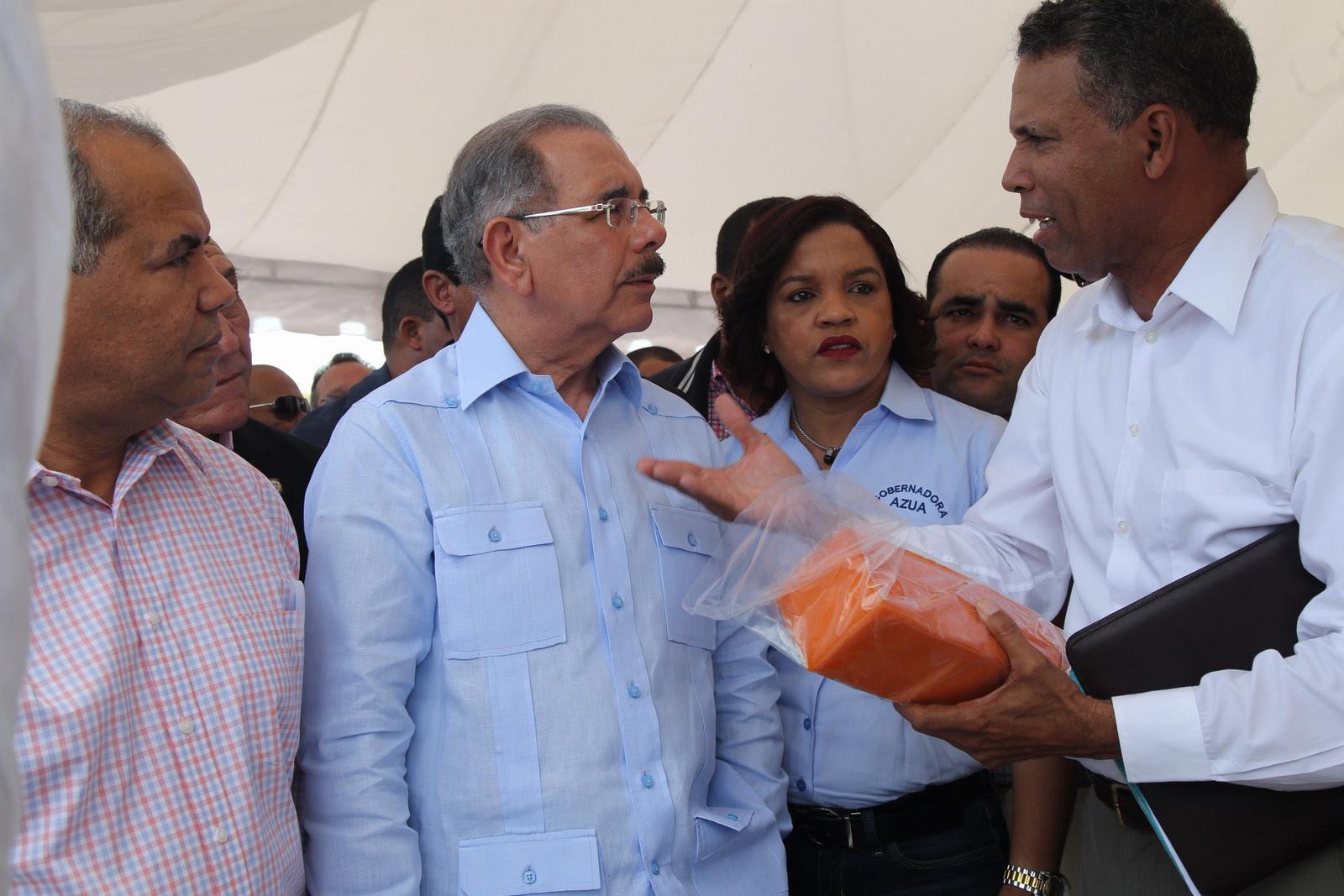 Danilo reafirma apoyo a ganaderos de Las Yayas; entrega más de 7 millones de pesos