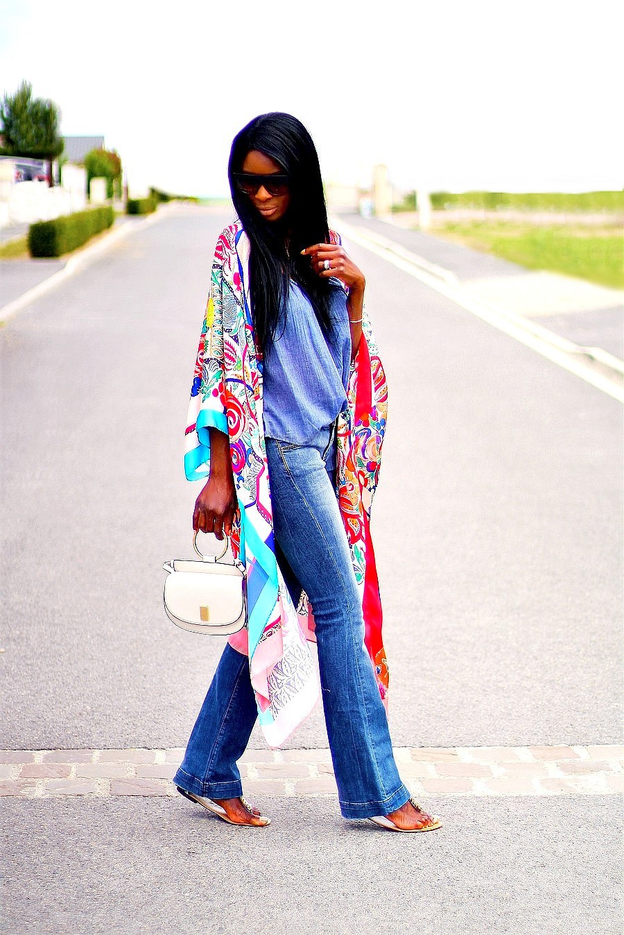 idee-de-look-boheme-jeans-flare-kimono-imprime-floral