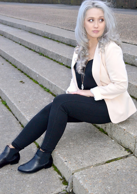 Black and nude outfit - Outfit of the day - OOTD - Fashion - chelsea boots - ankle boots - blazer - jacket