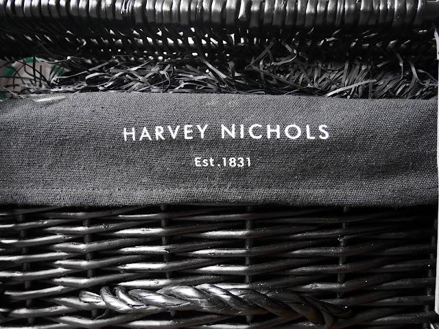 REVIEW: Harvey Nichols The Crowd Pleaser Christmas Hamper