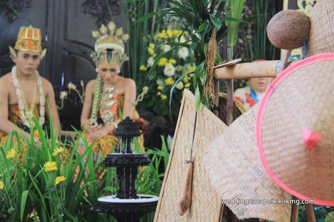 Foto Liputan Pernikahan Chaca & Peik [ 08 -  Foto Sesi Acara Begalan ] - Foto Oleh : Klikmg Fotografer Wedding Purwokerto