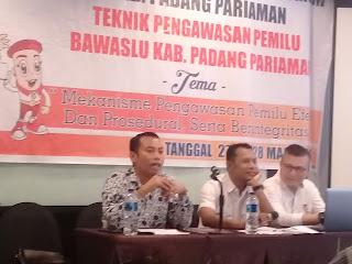 Bawaslu Padang Pariaman Hadirkan Ketua KPID, Pada Bimtek Panwascam