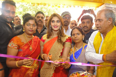 surabhi-launches-nakashatra-fashion-stores-4
