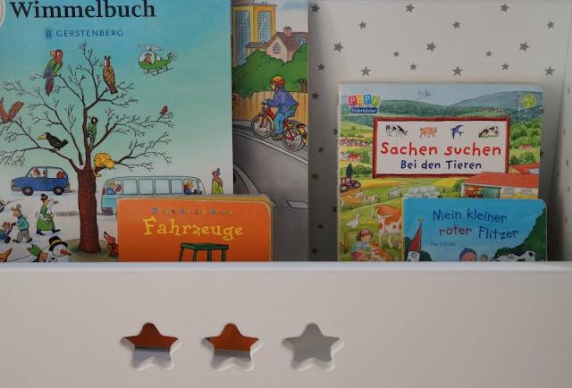 Fahrbares Kinderbücherregal mit Stufen
