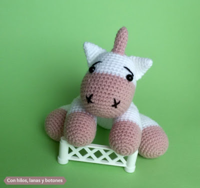 Con hilos, lanas y botones: unicornio amigurumi rosa