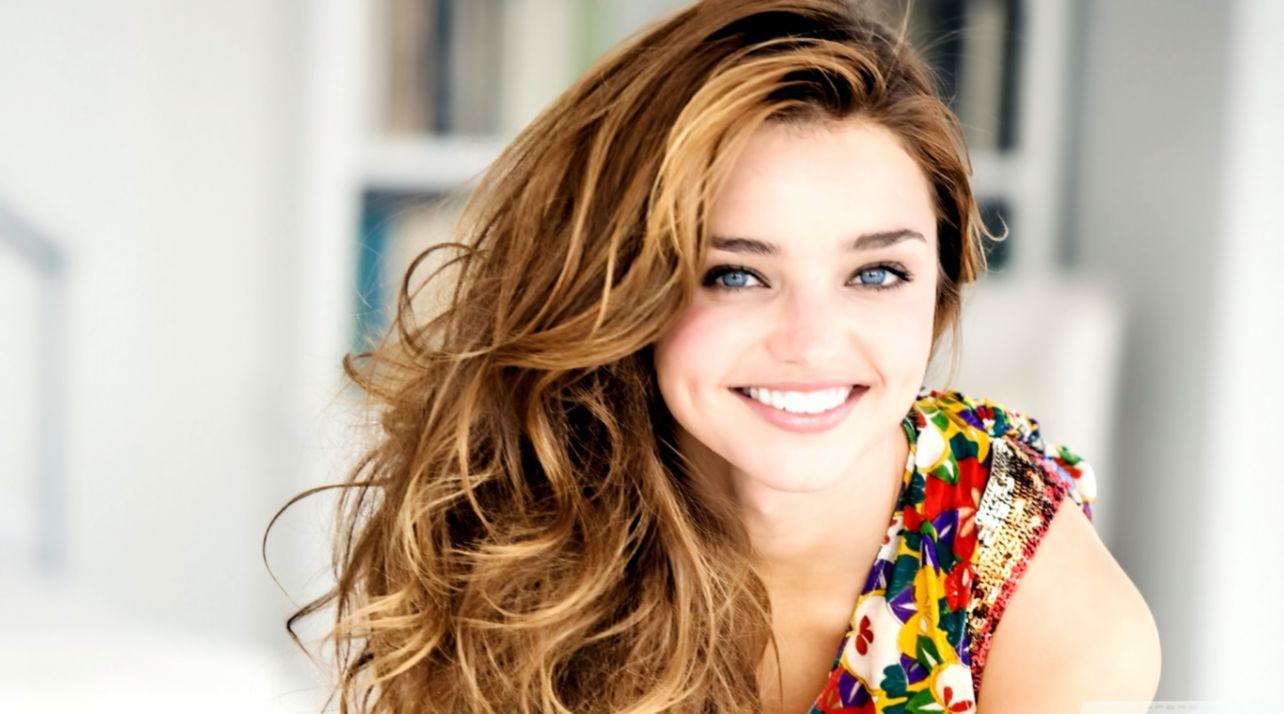 Miranda Kerr Smile Girl Hd Wallpaper Wallpapers Titan