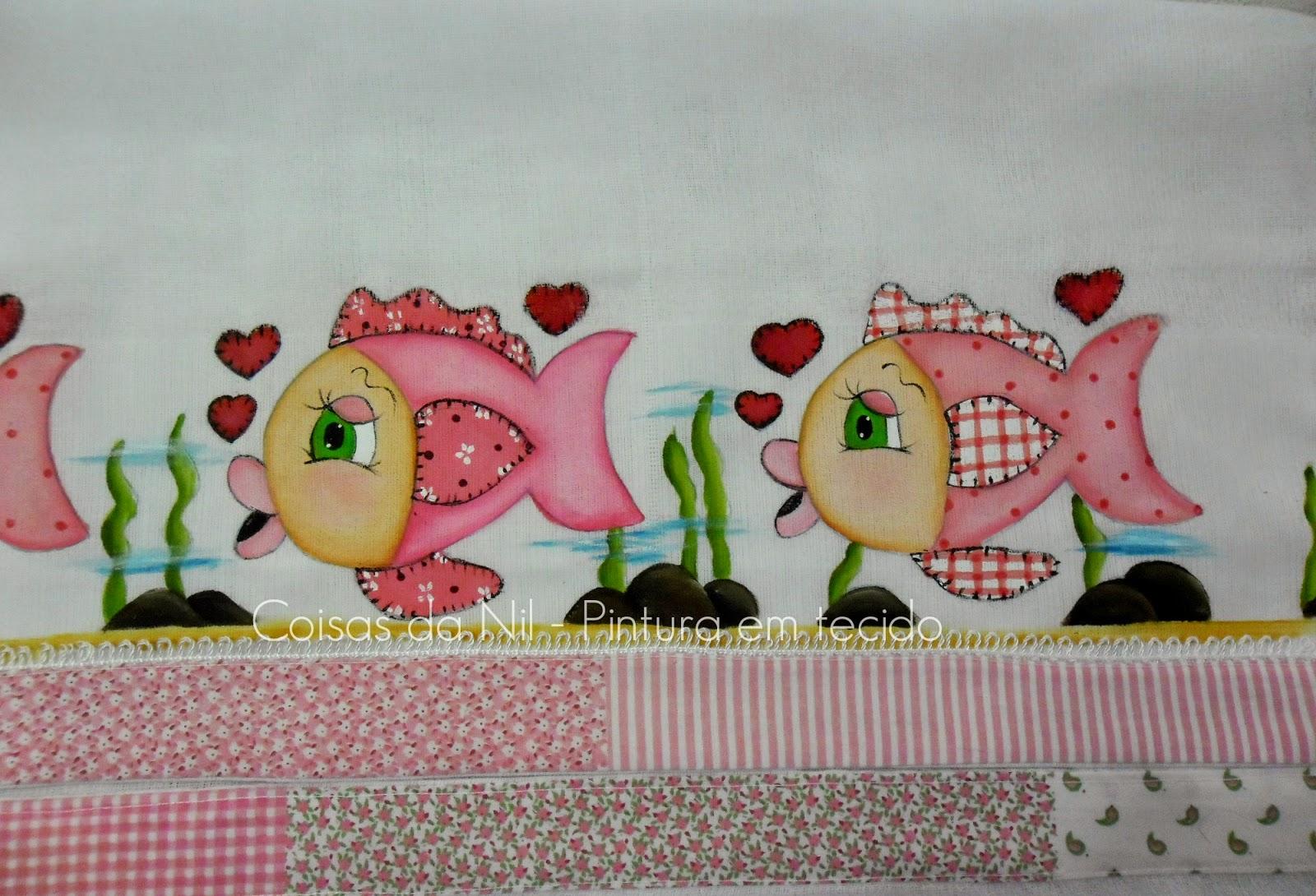 fralda de tecido com peixinhas pintadas