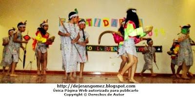 """Alumnos en pleno baile de la Danza de la Selva """"Anaconda"""" (Danza selvática). Foto de la Danza Anaconda tomada por Jesus Gómez"""