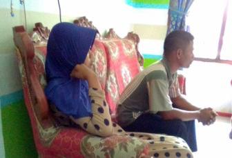 Korban saat membuat pengaduan ke KPAID Batubara