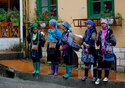 Hmong people are a common sight in Sapa. Some speak surprisingly good English, and will often ask if you want to buy something or take up a private tour with them