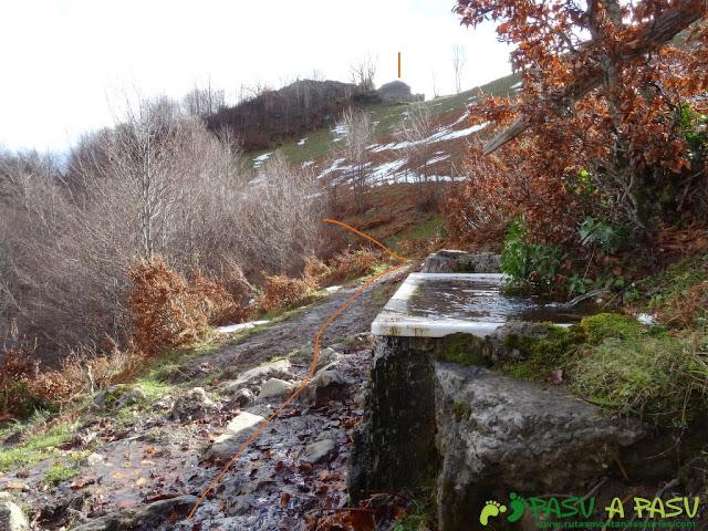 Ruta a Peña Melera y Los Pandos: Fuente Gallos