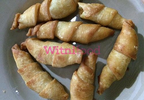 hihi waaaah kayanya penulis lagi senang sekali ya sobat witnifood hingga mengucap say  Resep Membuat Kue Molen Isi Yang Renyah
