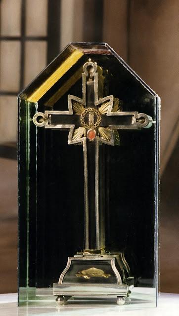 Τίμιο Ξύλο και άκανθες από τον Ακάνθινο Στέφανο του Χριστού στην Προβηγκία https://leipsanothiki.blogspot.com/