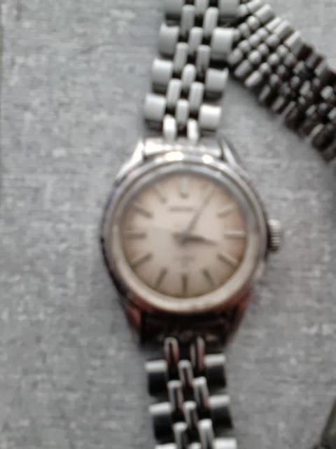 a7f51071538 Antigo relógio Seiko feminino a corda.