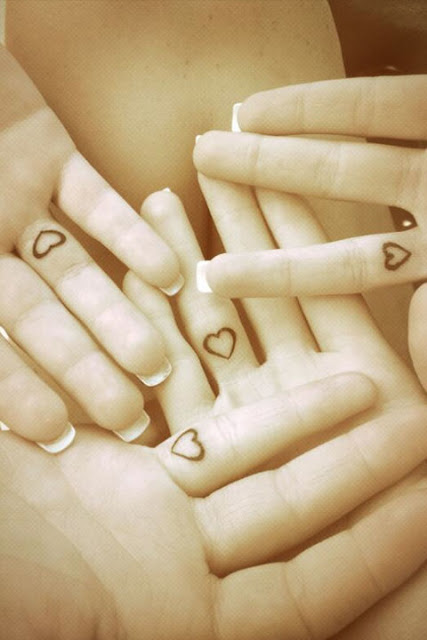 30 Amazing Attractive Finger Tattoo Styles-4