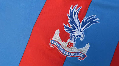 Sejarah Crystal Palace Fc     Crystal Palace Football Club yaitu klub sepak bola profesional Inggris yang didirikan pada tahun 1905 di pekan raya Crystal Palace yang populer dan selama tahun-tahun awal mereka bermain di tempat Final Piala FA yang berada di dalam halaman bersejarah.Klub ini awalnya bermain di South Football League, sebelum bergabung dengan Football League pada tahun 1920. Empat tahun kemudian, mereka pindah ke Selhurst Park di Selhurst, yang semenjak itu tinggal di rumah mereka. Pada 1970-an, manajer Malcolm Allison memodernisasi kit, lencana dan julukan klub tersebut.  Istana ini sukses di tahun 1980an dan awal 1990an di bawah manajer Steve Coppell. Mereka hampir memenangkan gelar liga Inggris pada 1990-91, akibatnya menempati posisi ketiga di posisi puncak, posisi liga tertinggi mereka hingga dikala ini. Istana menolak tempat Eropa isu terkini depan lantaran sebagian pertempuran klub UEFA Inggris yang disebabkan oleh peristiwa Stadion Heysel.  Mereka juga mencapai final Piala FA 1990 dan merupakan pemenang Piala Anggota Penuh tahun berikutnya. Istana tersebut menjadi anggota pendiri Liga Premier pada tahun 1992. Setelah masuk ke manajemen pada tahun 1999 dan 2010, klub tersebut kembali ke Liga Primer pada tahun 2013 dan mencapai final Piala FA 2016. Serta memenangi gelar kedua dua kali, klub ini juga memegang rekor kemenangan playoff terbanyak (4 kali) yang membawa promosi ke puncak. Sisa artikel ini sepenuhnya mendokumentasikan sejarah klub dari formasinya hingga dikala ini.
