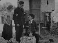 """Кадр из фильма Чарли Чаплина """"Скиталец"""" (1916) - 9"""