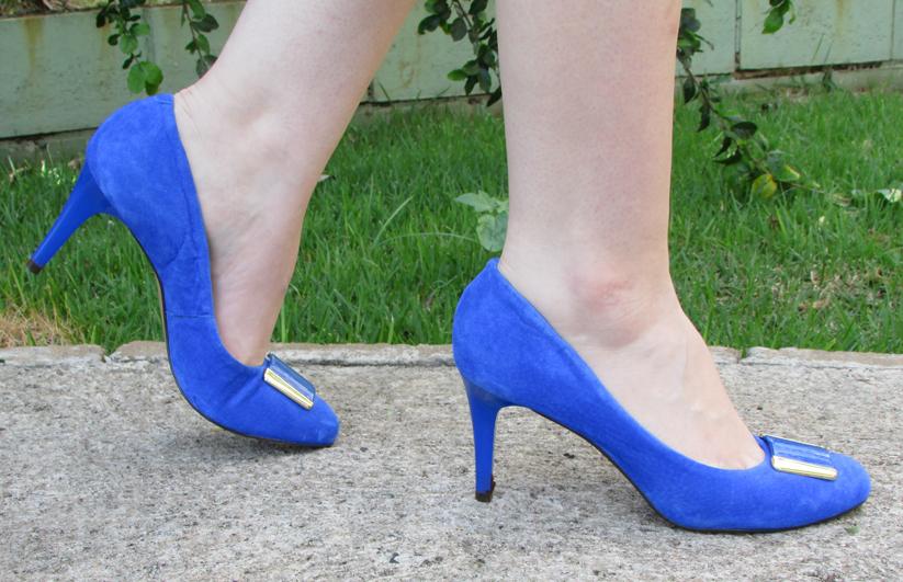 db2b504c8c Look do dia  Vestido preto com sapato azul - Quebrei a Regra