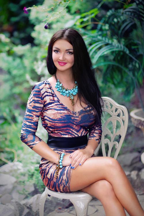 Valentina ist 32 Jahre und bei der Partnervermittlung angemeldet