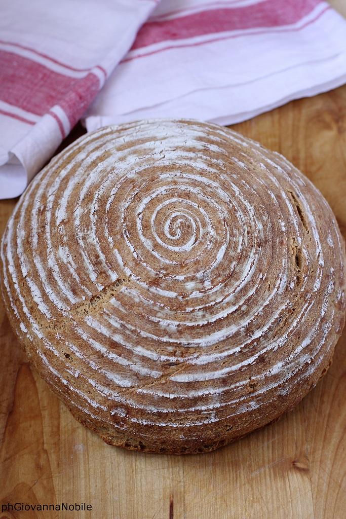 Pane semi integrale di kamut con le nocciole