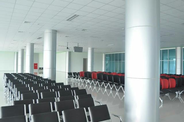 terminal baru bandara tjilik riwut palangkaraya ruang tunggu