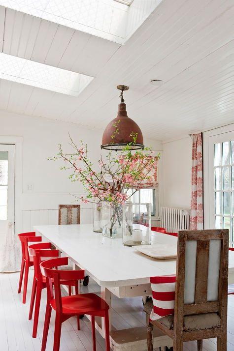 10 lindas salas de jantar com mesas brancas jeito de for Sillas rojas modernas