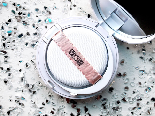 VOV Maxmini Cover Cushion Review. A high coverage, maximum instant glow, Light weight and long lasting on the skin. It covers the pores well and it gives a smooth and flawless complexion. It is also moisturizing.