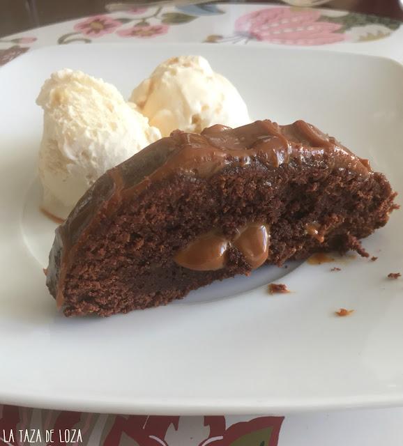 Pastel-de-chocolate-con-relleno-de-dulce-de-leche