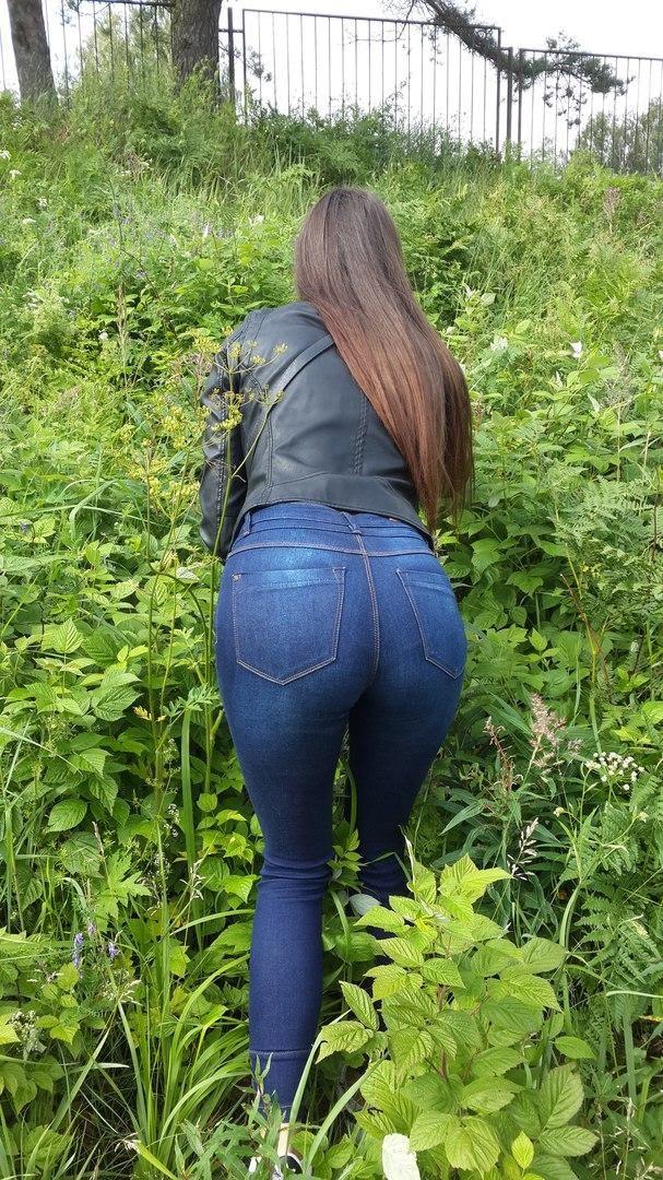 Фото задниц студенток в обтягивающих джинсах