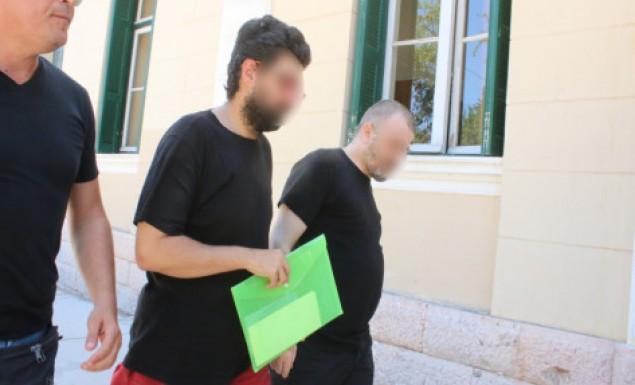 Έφριξε ο ιατροδικαστής: Ομοφυλόφιλος πατέρας βίαζε με τον σύντροφό του τον 12χρονο γιο του που έχει νοητική στέρηση!